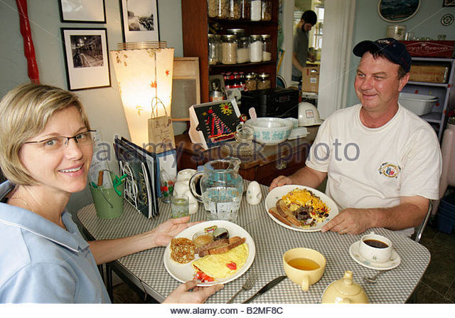 Indiana Chesterton Millwright's Daughter Cafe man woman couple table dining restaurant food omelet egg toast - Stock Image