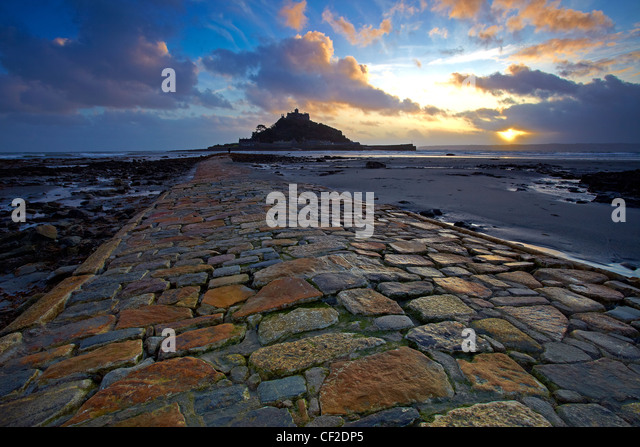 View along the causeway at low tide leading to St Michaels Mount in Mount's Bay. - Stock Image