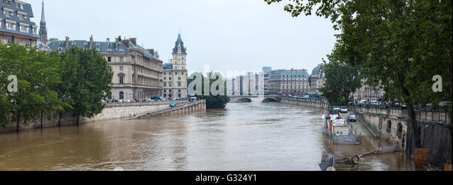 Paris, France. 06th June, 2016. Flood décrease, Seine river, île de la cité, Paris, 06/06/2016 Credit: - Stock Image