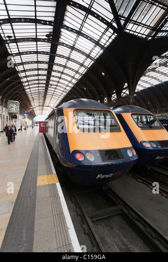 Two trains at Paddington station. Two First Great Western trains await passengers at London's Paddington station. - Stock Image