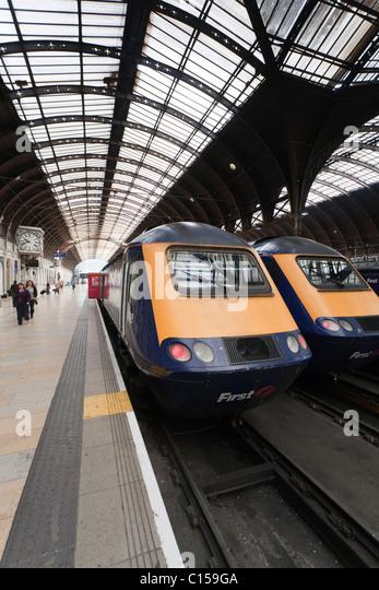 Two trains at Paddington station. Two First Great Western trains await passengers at London's Paddington station. - Stock Image