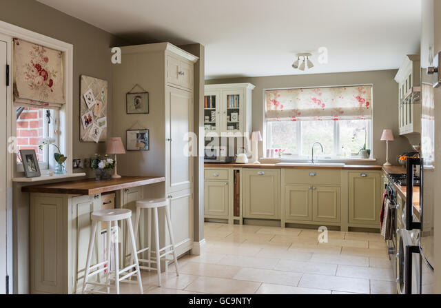 Roman blind stock photos roman blind stock images alamy for Country style kitchen blinds