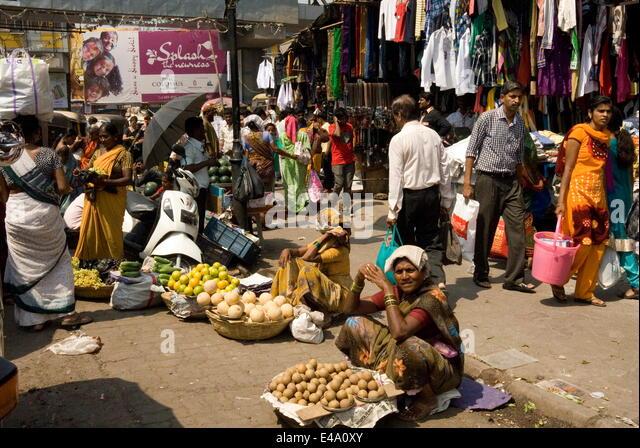 Street market in Kalyan, dormitory town of Mumbai, India, Asia - Stock Image