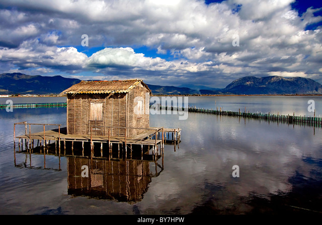 A traditional stilt house of the lakes (called 'pelada' in Greek) in the lagoon of Messolonghi, central - Stock-Bilder
