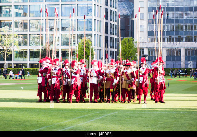 The Company of Pikemen & Musketeers performs marching and shooting display at the Honourable Artillery Company - Stock Image