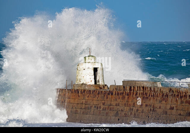 Portreath Cornwall, UK. 29th Dec, 2017. UK weather : Gale force winds with 60mph gusts bring massive Atlantic waves - Stock Image