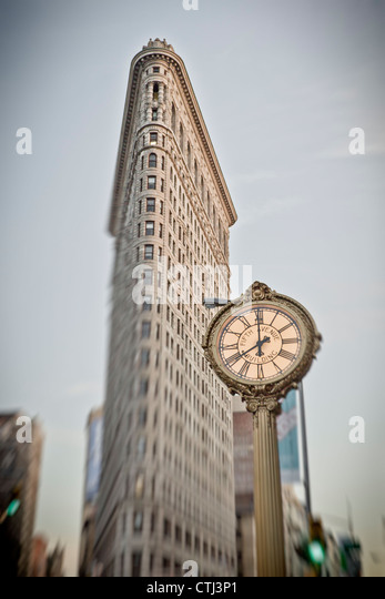 Flatiron building, 5th Avenue Clock, New York - Stock Image