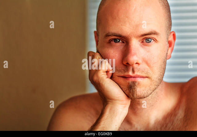 Portrait of man resting his head in his hand - Stock-Bilder