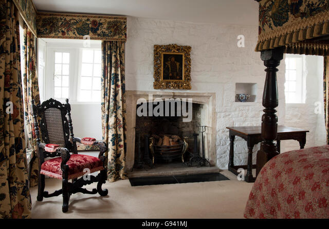 Four poster bed stock photos four poster bed stock for Traditional four poster beds