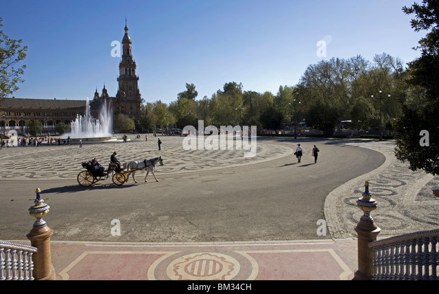 Tourists ride in a horse-drawn carriage in Plaza Spain in Seville, Spain, March 11, 2008. Photo/Chico Sanchez - Stock Image
