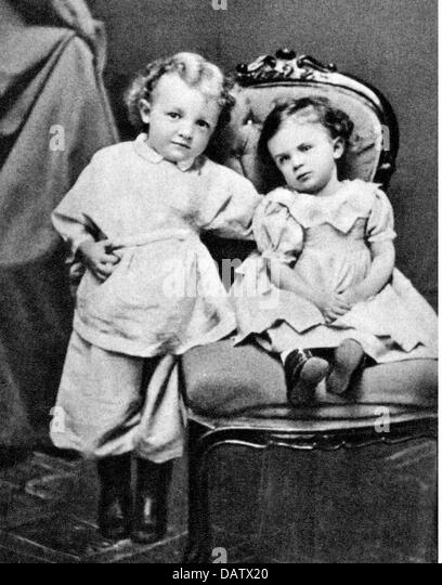 Lenin (Vladimir Ilyich Ulyanov), 22.4.1870 - 21.1.1924, Russian politician, half length, as a child, with his sister - Stock Image