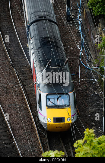 A Virgin Trains East Coast, British Rail Class 43 (HST), InterCity 125 leaving Edinburgh Waverley - Stock-Bilder
