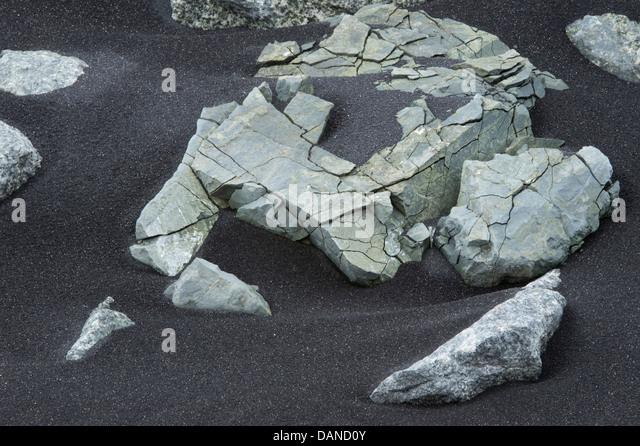 "Disintegrating rock in black volcanic ash Jökulsárlón 'glacial river lagoon"" Southern Iceland - Stock Image"