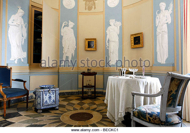 Meuble stock photos meuble stock images alamy for Ecole du meuble montreal