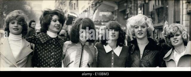 Mar. 08, 1972 - Models in new styles for spring in Paris - Stock-Bilder