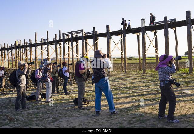 Photographers at U-Bein-Bridge, Amarapura, Myanmar - Stock-Bilder