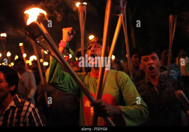 Dhaka, Bangladesh. 02nd Nov, 2015. Cultural activists, writers and members of the Ganajagaran Mancha shout slogans - Stock Image