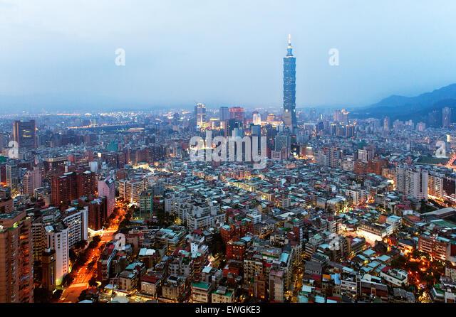 Taipei 101 building at dusk. Taiwan - Stock Image