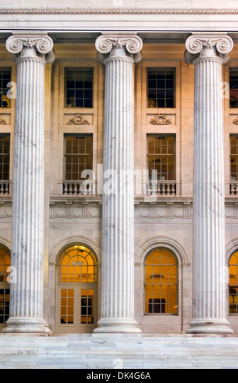 Columns, arches and windows, 10th Circuit Court of Appeals Building, Denver, Colorado USA - Stock-Bilder