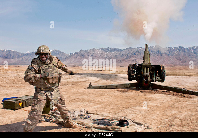 A US Soldiers fires a D-30 Howitzer March 19, 2013 at Kabul Military Training Center, Afghanistan. - Stock Image