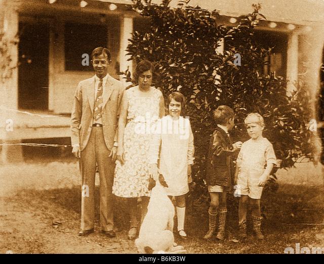 retro photo of family and dog circa 1927 - Stock Image