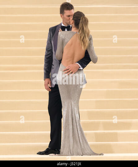 New York, USA. 1st May, 2017. Tom Brady and Gisele Bundchen attend the 'Rei Kawakubo/Comme des Garcons: Art - Stock Image