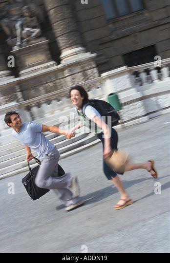 Paar, auf Staedtetour - Stock-Bilder