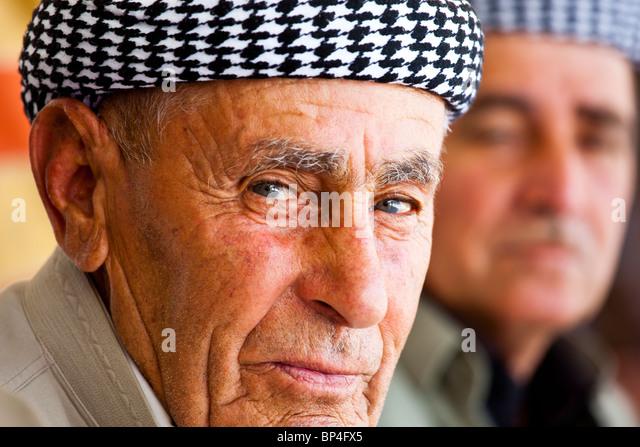 Kurish Iraqi men at a teahouse in Dohuk, Iraq - Stock-Bilder