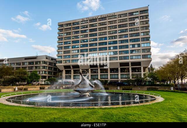 Gabo Fountain Garden at St Thomas' Hospital. St Thomas' Hospital is a large NHS teaching hospital in Central - Stock Image
