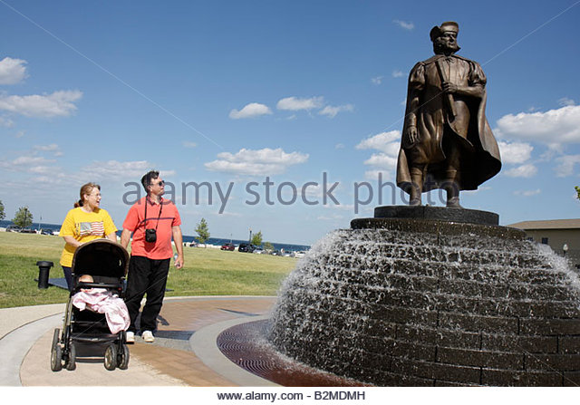 Wisconsin Kenosha Harbor Park Christopher Columbus statue public fountain man woman baby family stroller honor immigrants - Stock Image