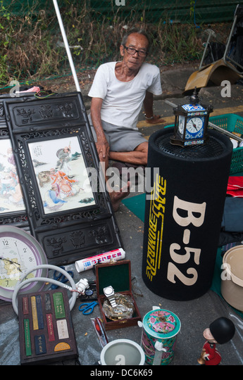 Weekend ' Thieves Market ' off Pitt Street in Little India, Singapore - Stock Image