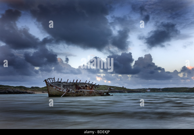 Beached wreck, Bunbeg, co. Donegal, Ireland - Stock-Bilder