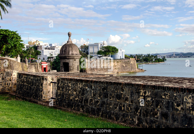 Old San Juan skyline city scenic with city wall, sentry box and La Fortaleza  Governor's mansion, Puerto Rico - Stock Image