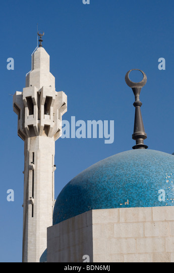 Minaret and dome topped by Islamic crescent at the King Hussein Mosque, Amman. - Stock Image