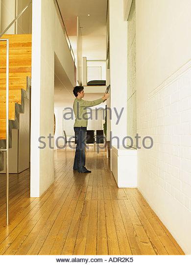 Man holding flat screen - Stock Image