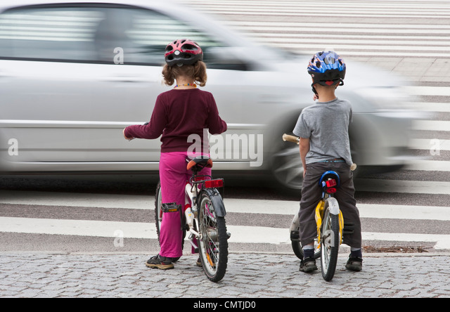 Children (6-7) and car - Stock Image
