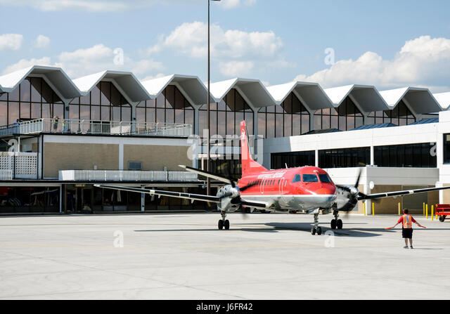 Tennessee Blountville Tri-City Airport regional airliner Northwest Airlink plane commuter flights tarmac terminal - Stock Image