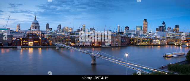 UK London St Pauls Cathedral and the city Skyline viewed over the river Thames - Stock-Bilder
