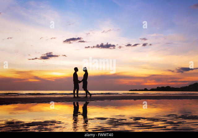 silhouette of affectionate couple on the beach at sunset, love concept, man and woman, beautiful background - Stock-Bilder