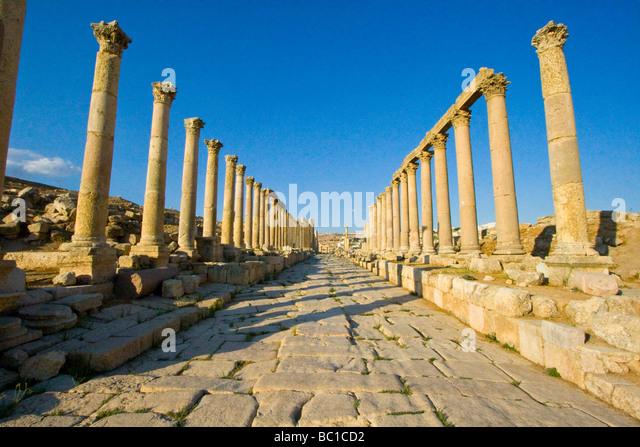 Cardo Maximus Columnade at the Roman Ruins of Jerash in Jordan - Stock Image