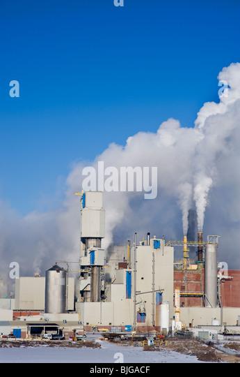A working pulp mill - Stock-Bilder