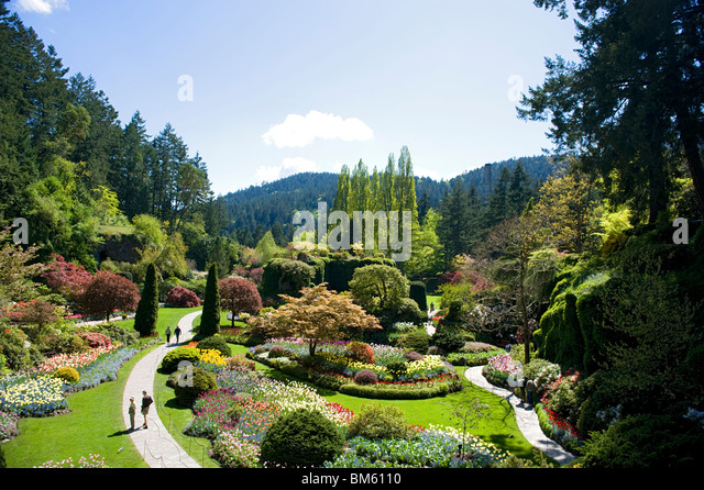 footpaths-at-butchart-gardens-heading-to