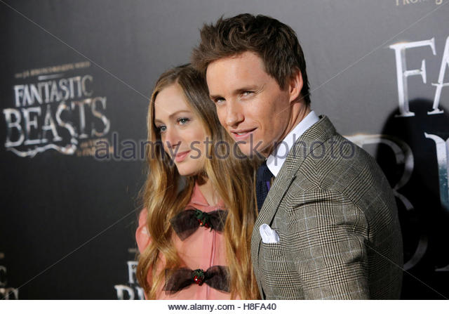 Actor Eddie Redmayne (R) and his wife Hannah Bagshawe attend the premiere of 'Fantastic Beasts and Where to - Stock-Bilder