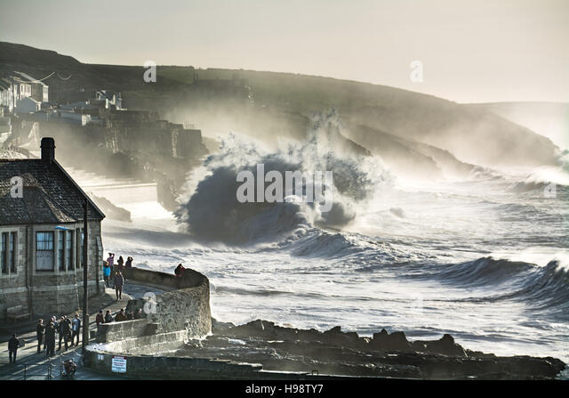 Porthleven, Cornwall, UK. 20th November 2016. UK Weather. Big waves brought in by Storm Angus and the supermoon - Stock Image