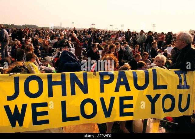 POPE JOHN PAUL II SCOTLAND 1982 'we love you banner' HOMER SYKES - Stock-Bilder