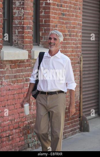 Businessman walking down street - Stock-Bilder