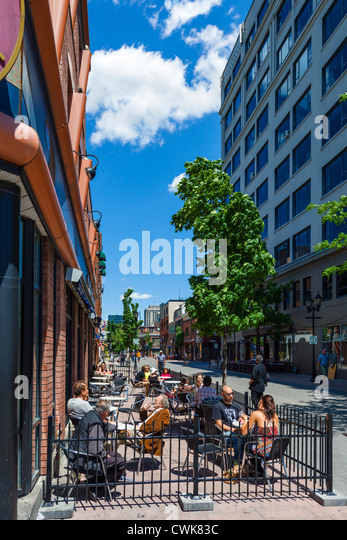 Cafe on Rue Prince Arthur on the corner of Boulevard Saint Laurent in the Plateau Mont-Royal district, Montreal, - Stock Image