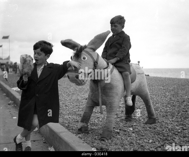 Two boys on Brighton beach, circa 1950's - Stock Image
