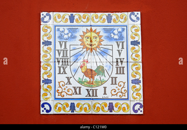 Sundial, rooster, Spanish tiles, azulejos, wall, Costa Blanca, Alicante province, Spain, Europe - Stock Image