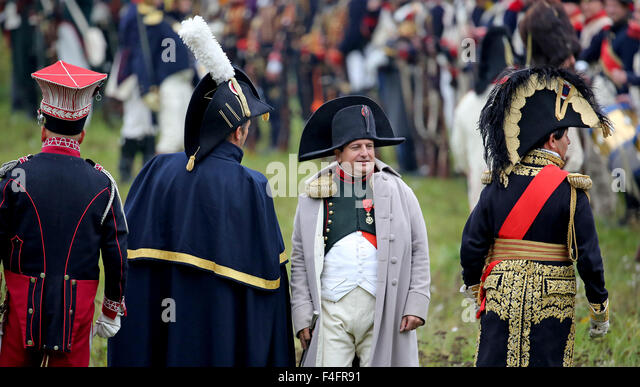 Markkleeberg, Germany. 17th Oct, 2015. Belgian national Jean-Gerald Larcin as Napoleon (2-R), watches his troups - Stock-Bilder